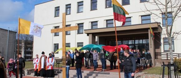 Lietuvos-jaunimo-dienų-kryžius-atkeliavo-į-Skuodą