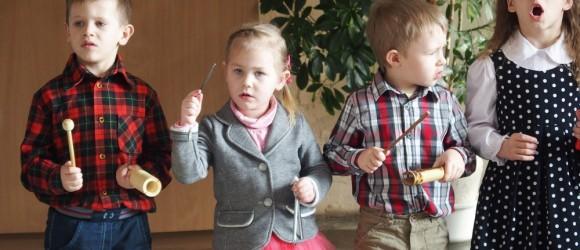 Svečiuose-vaikų-darželio-auklėtiniai